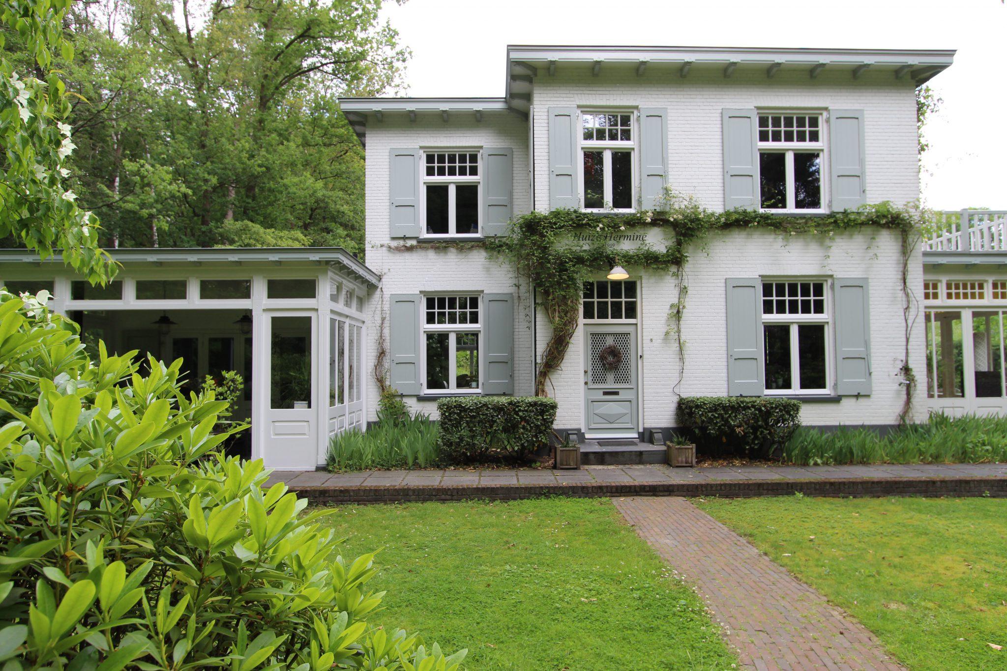 Klassieke veranda te Joppe