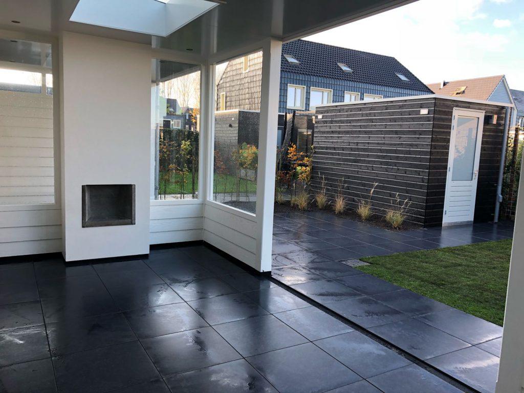 Moderne veranda met haard te Blaricum-007