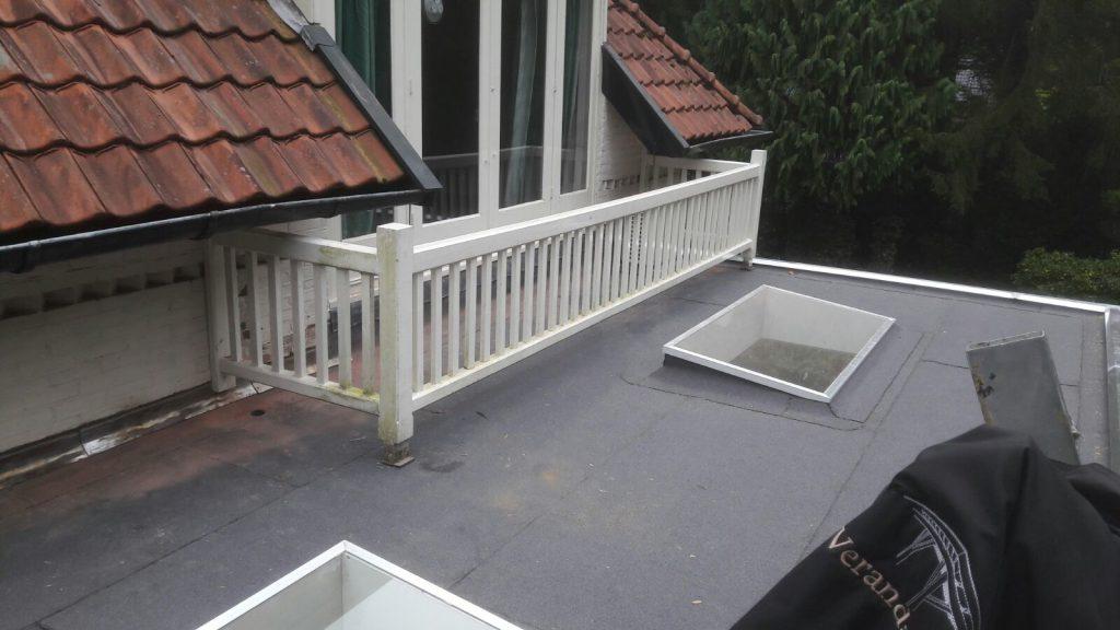 Klassiek veranda met hekwerk te Huizen_002