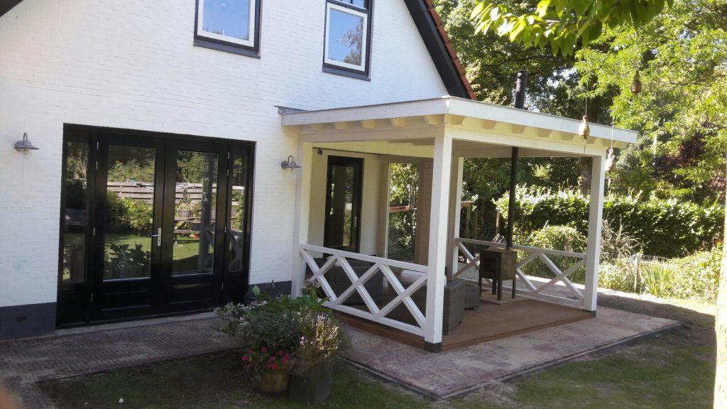 Klassieke veranda met hekwerk te Ermelo-002