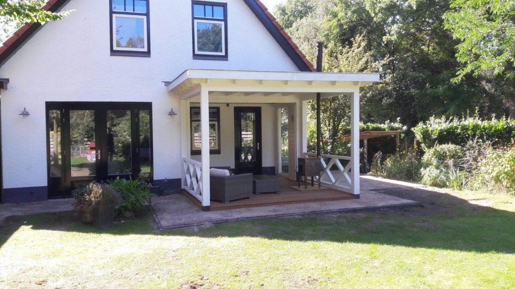 Klassieke veranda met hekwerk te Ermelo-003