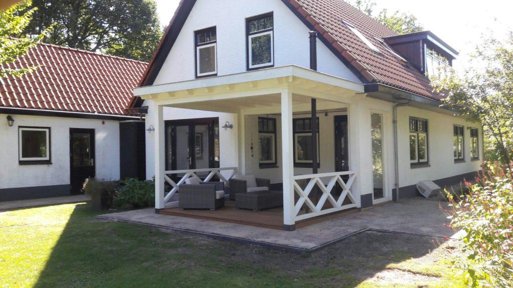 Klassieke veranda met hekwerk te Ermelo-006