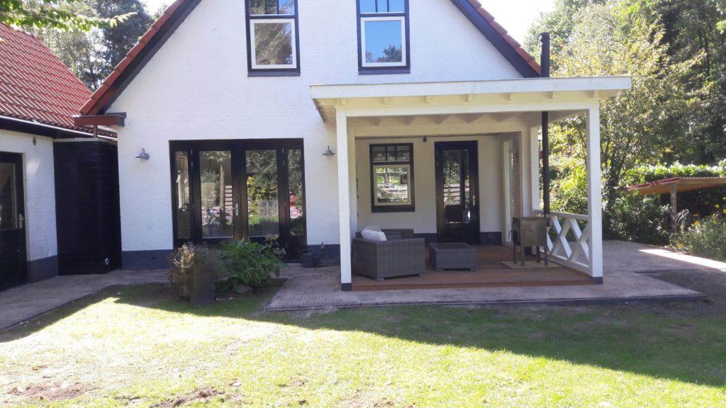 Klassieke veranda met hekwerk te Ermelo-007