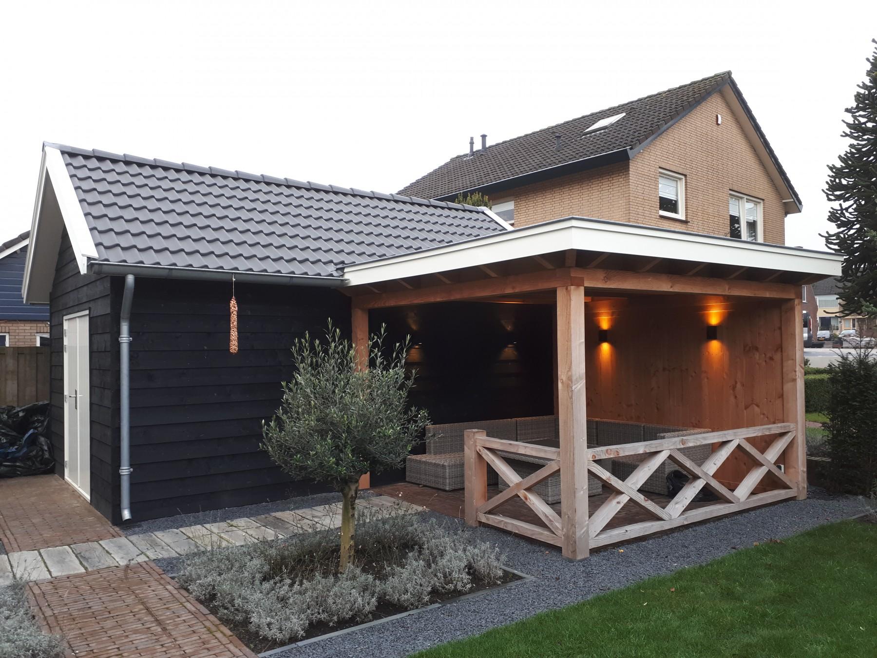 Landelijke schuur en veranda met hekwerk te Achterberg-001