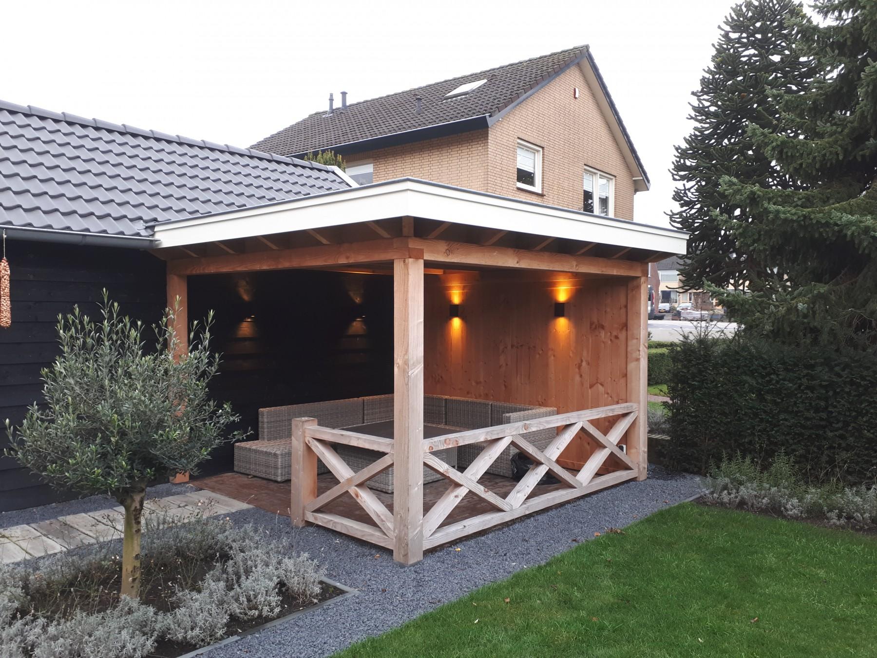 Landelijke schuur en veranda met hekwerk te Achterberg-002