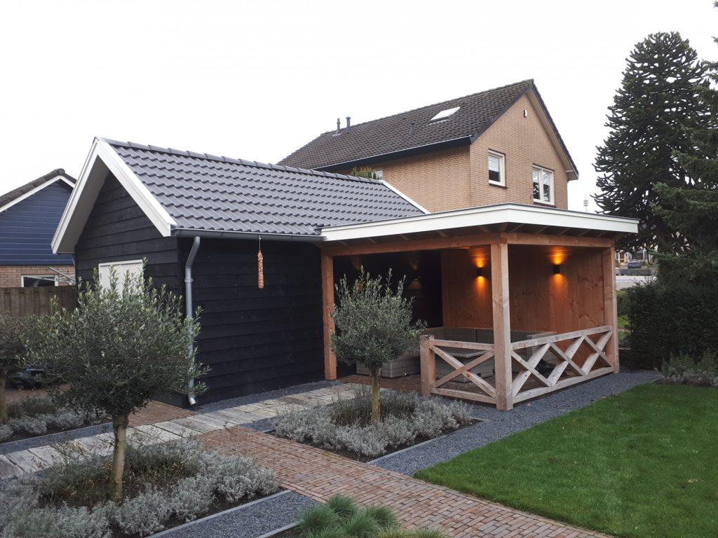 Landelijke schuur en veranda met hekwerk te Achterberg-004