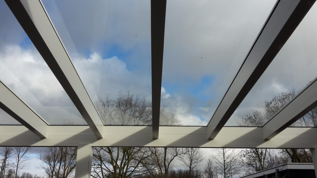 Moderne veranda met glazen dak te Den Haag-013