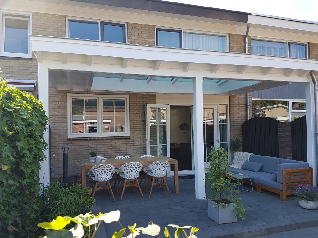 Moderne veranda met lichtstraat in Ede6