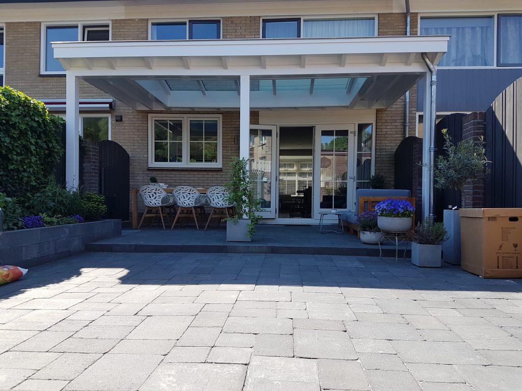 Moderne veranda met lichtstraat in Ede4